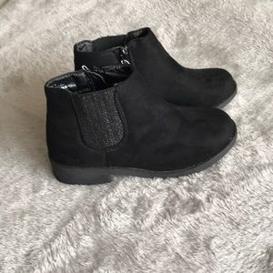 Girls Faux Suede Booties. Size 13